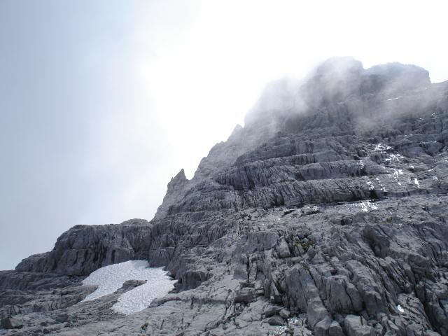 les contreforts de la Pointe Percée avec au fond l'arête du Doigt